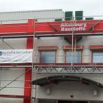 Fassadengerüst mit Gitterträgerüberbrückung