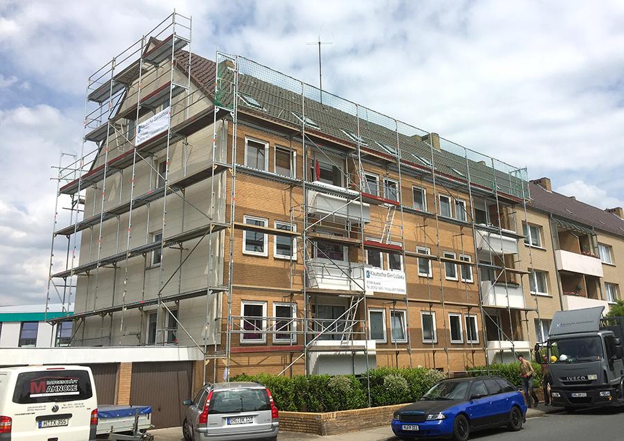 Dachfanggerüst für Dacharbeiten / Dachdecker -> Mehrfamilienhaus